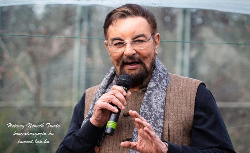 Kabir Bedi Budapesten járt és névlegesen örökbefogadott egy tigrist a Fővárosi Állatkertben