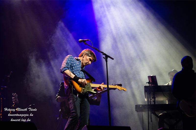 A legenda tovább él – Tegnap este a Papp László Budapest Sportarénában koncertezett a The Dire Straits Experience