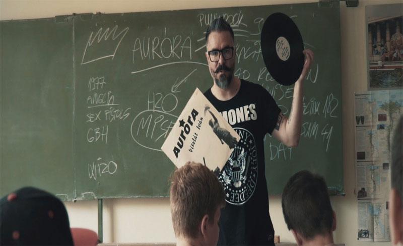 Új Fish! klip: Iskolába jársz (Aurora cover)