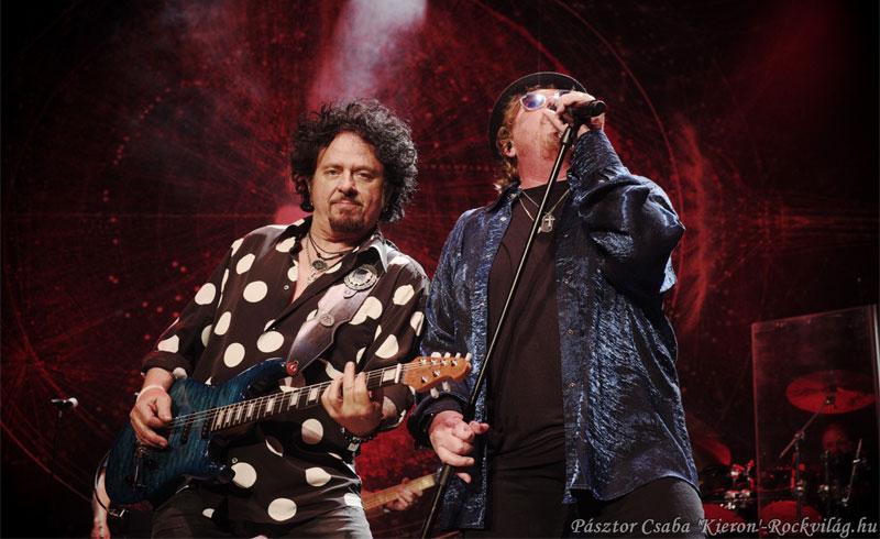 A zenekar, mely még mindig tud meglepetést okozni – Toto koncerten jártunk
