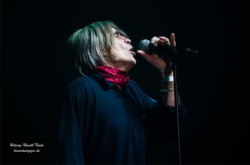 Őszintén akarok élni – Ma 67 éves Révész Sándor a Piramis együttes legendás énekese