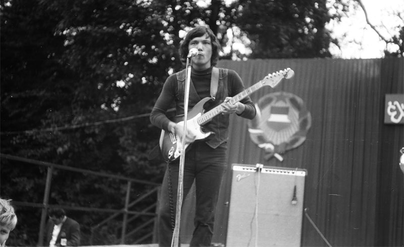 A 70-es évek közepén Vörös István és az Olympia zenekar, koncertfotók – 1974. Tata, Építők Parkja
