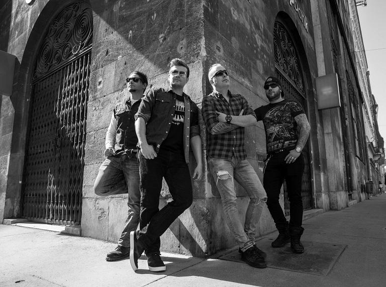 Rocken Dogs dal- és klippremier -Tagcsere után vérengző videóval térnek vissza a rocker kutyák