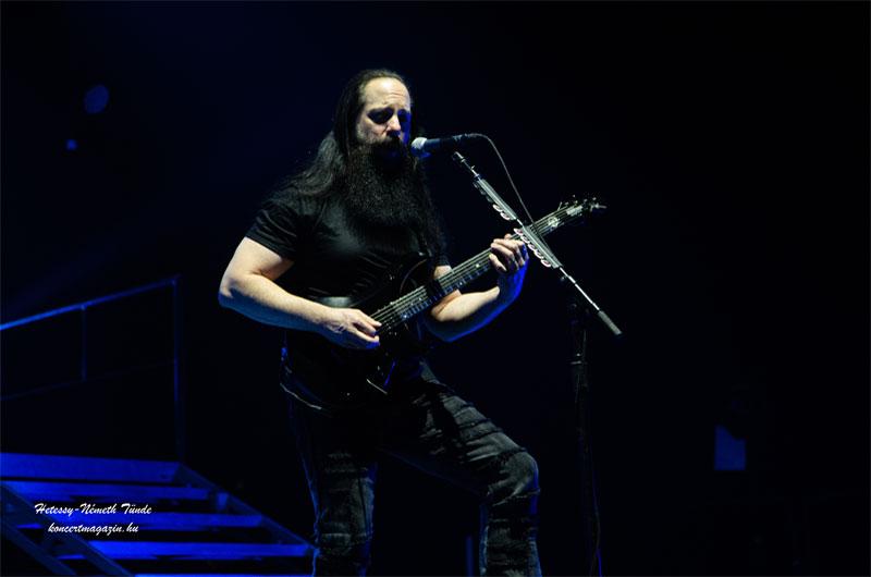 A Dream Theater professzionális előadásával elvarázsolta a Budapest Aréna közönségét