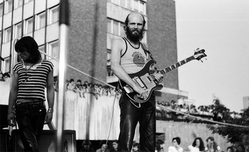 Azok a 70-es 80-as évek – Piramis koncertfotók 1979.06.01. Tatabánya, Centrum Áruház parkoló