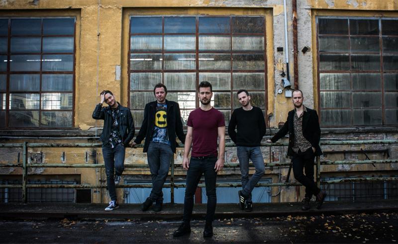 The Carbonfools klippremier – szobadiszkóba menekültek a valóság elől a zenekar tagjai.